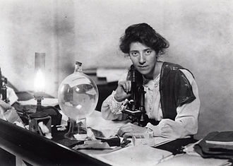Marie Stopes - Stopes in her laboratory, 1904