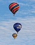 Meerdere ballonnen gelijktijdig in de lucht tijdens de Jaarlijkse Friese ballonfeesten in Joure 09.jpg