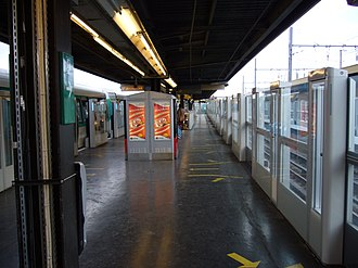 Châtillon – Montrouge (Paris Métro) - Image: Metro Paris Ligne 13 Station Chatillon Montrouge (11)