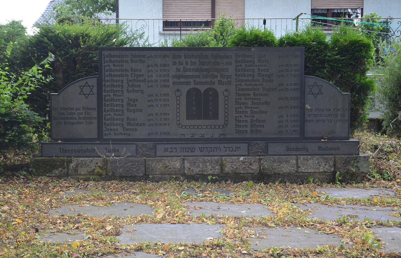 https://upload.wikimedia.org/wikipedia/commons/thumb/2/2d/Meudt,_J%C3%BCdischer_Friedhof,_KZ_Gedenkst%C3%A4tte.JPG/1280px-Meudt,_J%C3%BCdischer_Friedhof,_KZ_Gedenkst%C3%A4tte.JPG