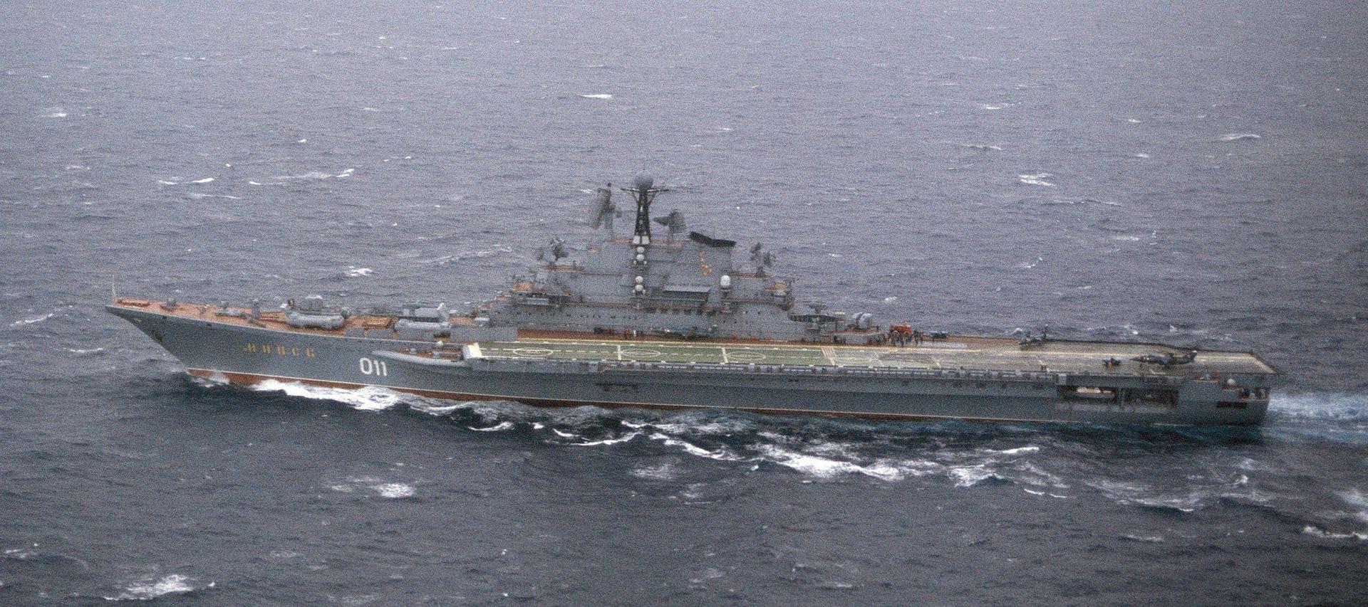 2015...ماذا حدث للبحرية الصينية؟ 1920px-Minsk_aircraft_carrier