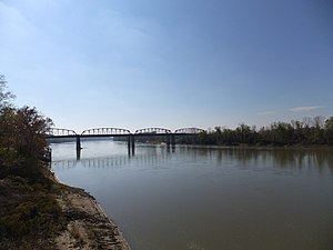 Glasgow, Missouri - Looking south on the Missouri River at Glasgow