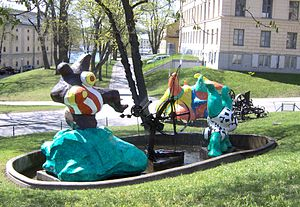 Moderna Museet - Le Paradis fantastique (1966) by Niki de Saint Phalle and Jean Tinguely, sculptures outside Moderna Museet