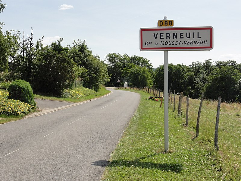 Moussy-Verneuil (Aisne) city limit sign Verneuil
