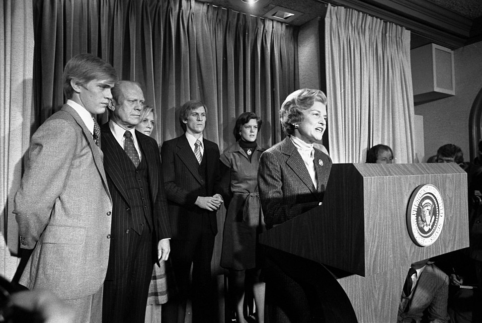 Mrs. Ford reads President Ford%27s concession speech - NARA - 5730760.jpg