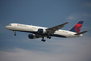 A Delta Air Lines Boeing 757-232 landing at Va...