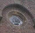 Naarden-Vesting Utrechtse Poort medaillon 'toren' rechts.jpg
