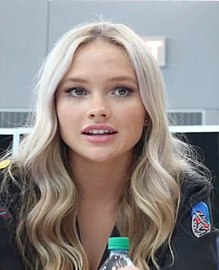 Natalie Alyn Lind at New York Comic Con 2017.jpg