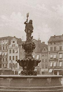 https://upload.wikimedia.org/wikipedia/commons/thumb/2/2d/Neptunbrunnen_Breslau_Fontanna_Neptuna_Wroclaw.jpg/220px-Neptunbrunnen_Breslau_Fontanna_Neptuna_Wroclaw.jpg