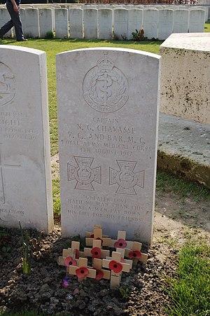 Noel Godfrey Chavasse - Chavasse's headstone in Brandhoek New Military Cemetery.