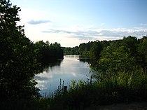 Noormarkunjoki rautatiesillan tuntumasta pohjoiseen.jpg