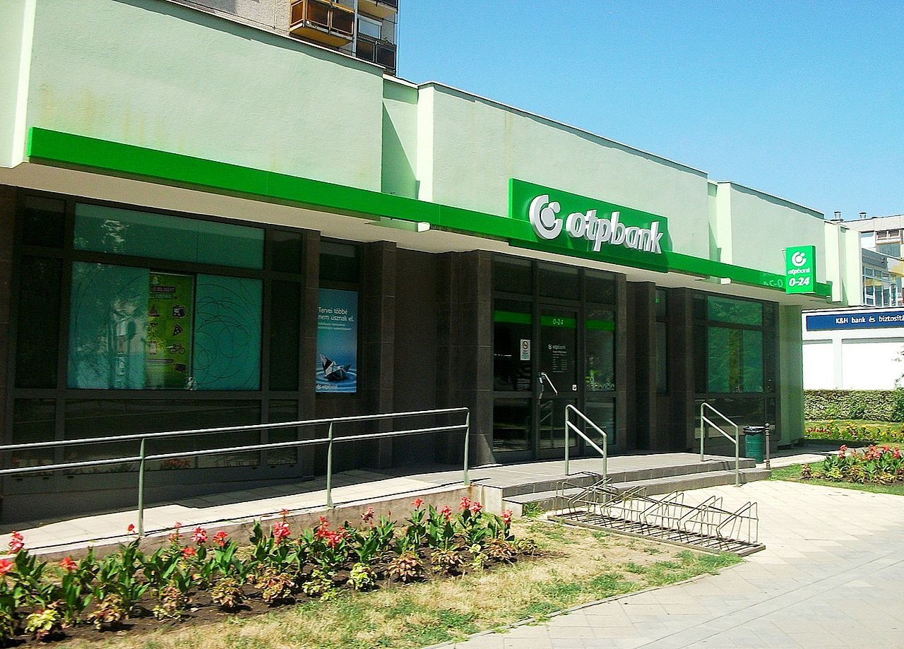 File:OTP bank, Hajdúszoboszló.JPG - Wikimedia Commons