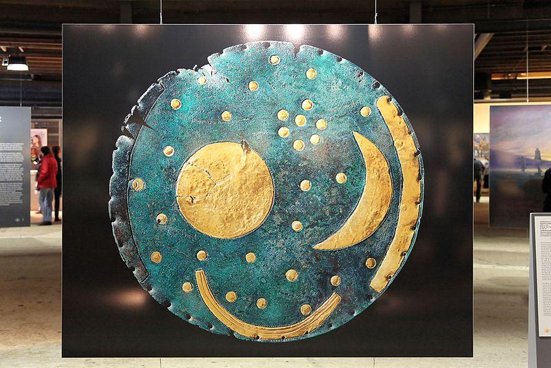 File:Oberhausen - Gasometer - Der schöne Schein - Nebra sky disk 01 ies.jpg
