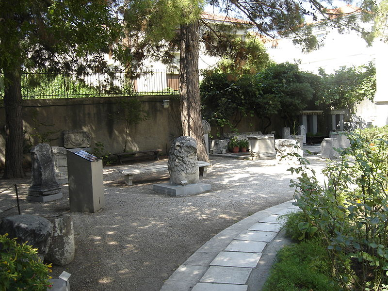 Αρχείο:Old archaeological museum yard.JPG