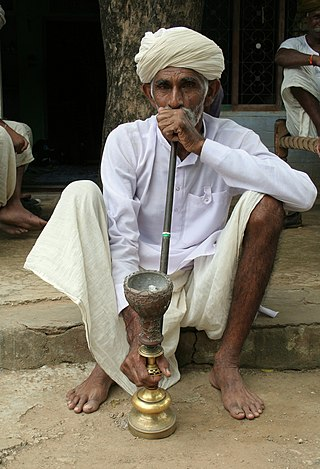 Old man smoking hookah, near Jaipur, Rajasthan, India.jpg