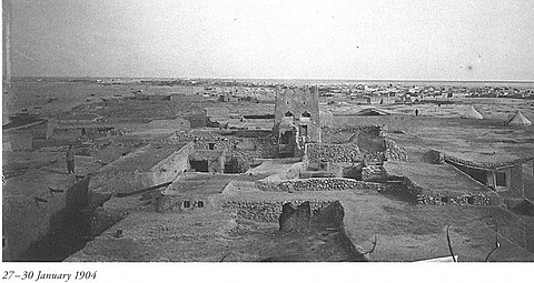 A part of Doha as seen in January 1904. Most development was low-rise and use of locally available natural materials like rammed earth and palm fronds was common practice. Olddoha2-771x410.jpg