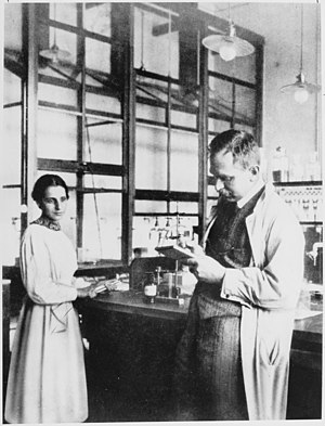 English: Otto Hahn and Lise Meitner at laborat...