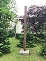 Overview of mission wayside cross in Hartvíkovice, Třebíč District.jpg