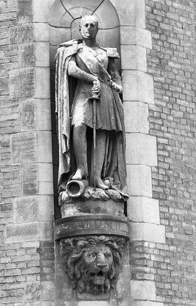 File:Overzicht gevelbeeld van Koning Willem II - Rotterdam - 20371512 - RCE.jpg