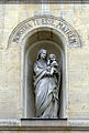 P1240771 Paris VII rue du Bac n140 ND medaille miraculeuse vierge rwk.jpg