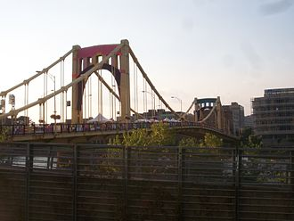 Andy Warhol Bridge - Image: PGH knit the brdge
