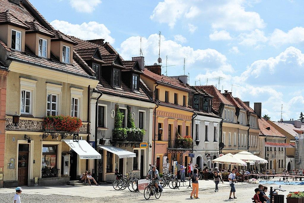 Sur le rynek, la place de marché de Sandomierz. Photo de Kroton.