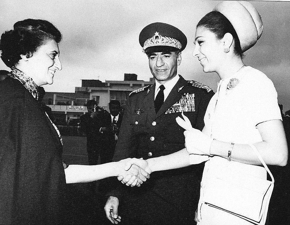 Pahlavis meet Indira Gandhi in India, 1970.jpg