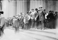 People want to buy the new Lincoln cent, New York City 1909.png