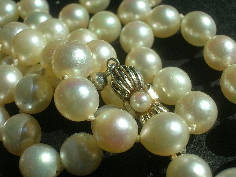 File:Perlenkette.JPG