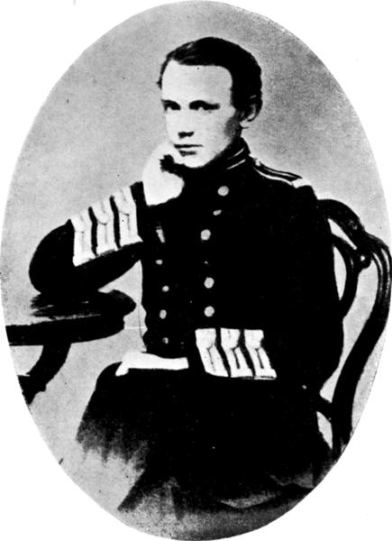 Fotografía de Piotr Kropotkin posando con uniforme (1861)
