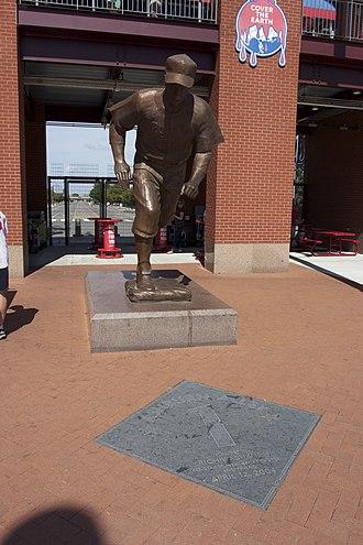 Richie Ashburn - Richie Ashburn statue at Citizens Bank Park