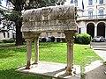 Piazza Antenore - Tomba di Antenore - panoramio.jpg