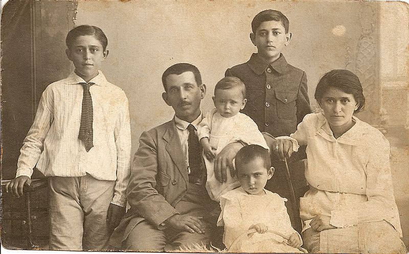 אליהו ושרה לויצקי - תמונה משפחתית עם הילדים