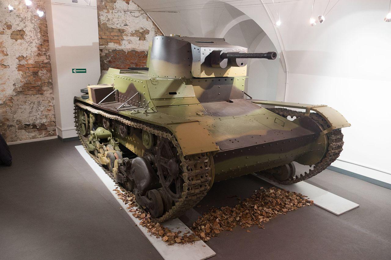 1280px-Polish_7-TP_tank_%2824241980492%2