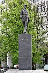 Pomnik Charles'a de Gaulle'a w Warszawie 2019.jpg