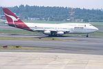 QANTAS Boeing 747-338 (VH-EBW-23408-638) (16818492532).jpg