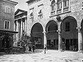 Római fórum, a városháza épülete, mellette az Augustus templom. Fortepan 17729.jpg