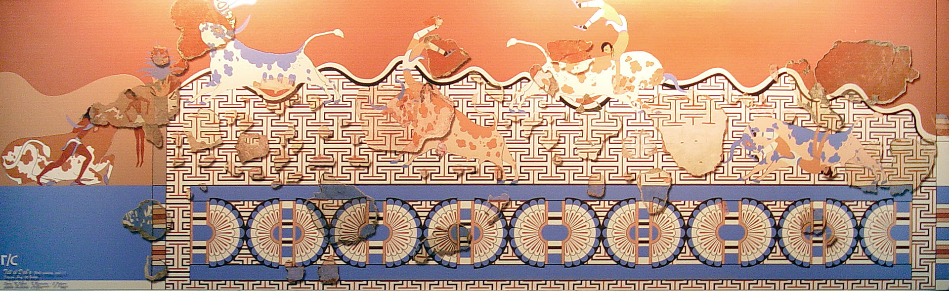 1920px-Reconstructed_Minoan_Fresco_Avari
