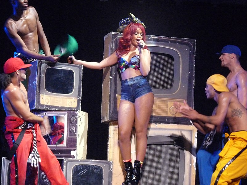 File:Rihanna, LOUD Tour, Florida 9.jpg