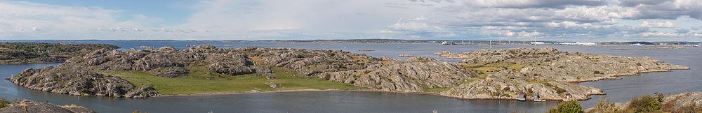 Rivö har set fra naboøen Asperö.