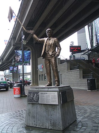 Towel Power - Neilson's statue depicting the beginning of Towel Power