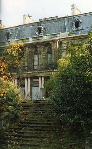 India Song - The film was shot at the Palais Rothschild in Boulogne.