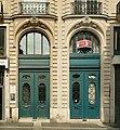 Rue Ambroise-Thomas (Paris), portes des numéros 13 et 15.jpg