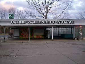 Raoul-Wallenberg-Straße station - Image: S Bahnhof Berlin Raoul Wallenberg Straße