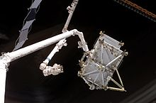 STS-116 - P5 Truss hand-off to ISS (NASA S116-E-05765).jpg
