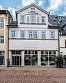 """Saalfeld Saalstraße 9 Geschäftshaus (Gebäuderückwand mit Portal und Fenstergewände) Bestandteil Denkmalensemble """"Stadtkern Saalfeld-Saale"""".jpg"""