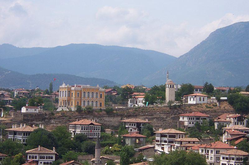 Dosya:Safranbolu Old Government Building and Clock Tower.jpg