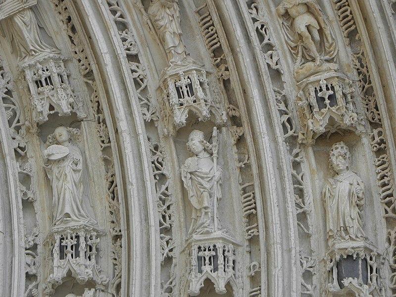 Voussures du portail occidental de la cathédrale Saint-Pierre de Saintes (17).