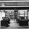 Salle d'étude à la Bibliothèque royale.jpg
