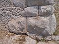 Santuario di Monte Sant'Angelo. Terrazza inferiore. Basamento. Opera poligonale e op. incerta (part.).JPG